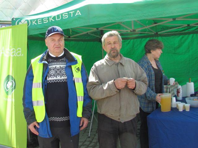 Keskustan Seppo Salo ja kunnallisjärjestön Reijo Stedt.