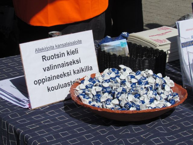 Perussuomalaisten kielipoliittinen vaatimus.